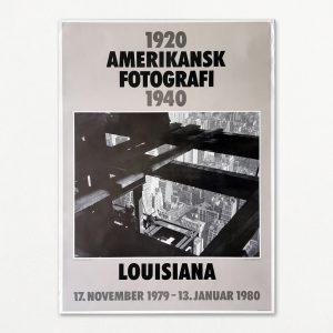 """Original plakat fra udstillingen """"Amerikansk fotografi 1920-1940"""" på Louisiana 1979-80"""
